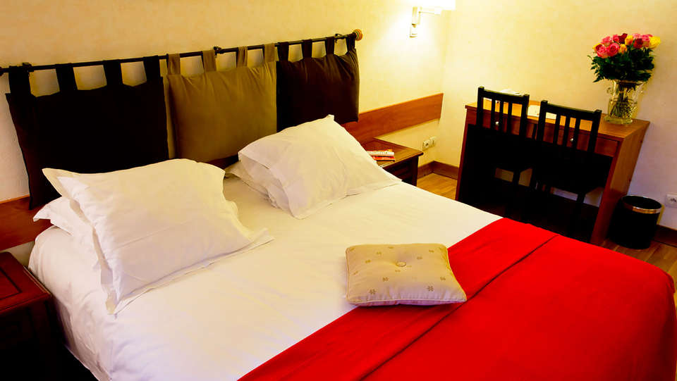 Hostellerie du Lys - EDIT_room.jpg