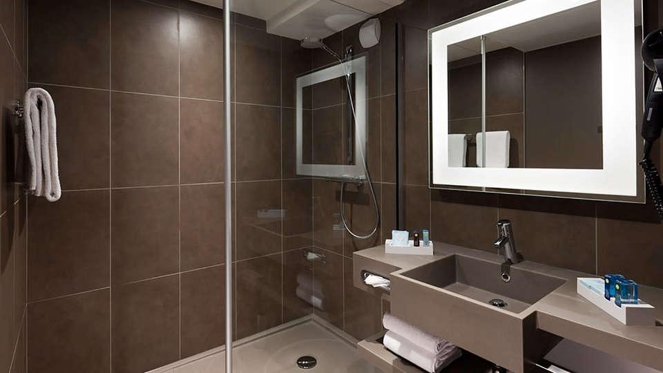Novotel Fontainebleau Ury - EDIT_bathroom45.jpg