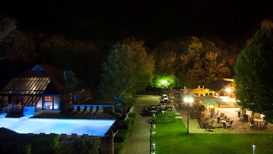 Novotel Fontainebleau Ury - EDIT_garden23.jpg