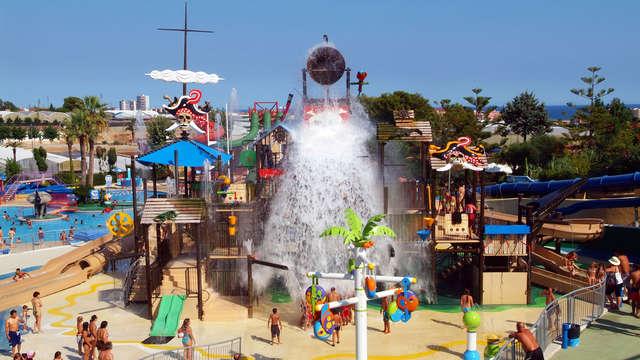 Escapada con entradas al parque acuático Isla Fantasia cerca de Barcelona (desde 3 noches)