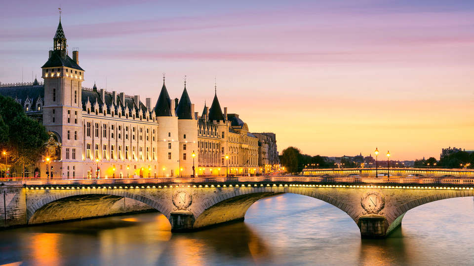 Pullman Paris Tour Eiffel - EDIT_mouches7.jpg