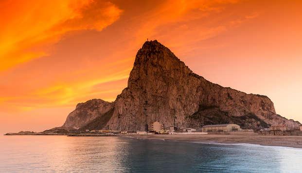 Évadez-vous à Gibraltar et restez dans une junior suite familiale avec pension complète.