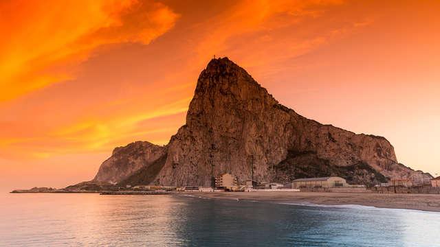 Escápate a Gibraltar y alójate en una junior suite familiar en pensión completa