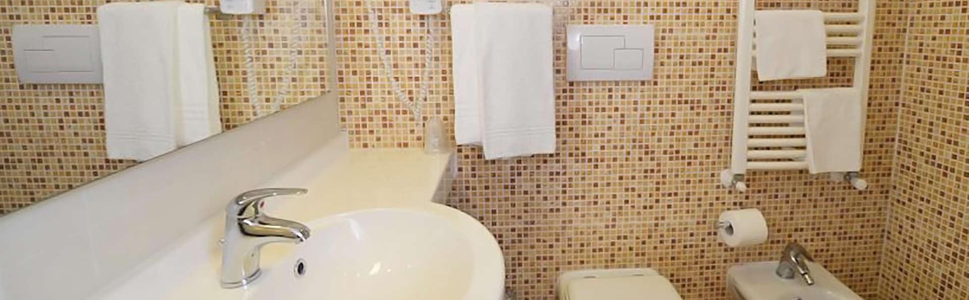 Hotel Prince Franklyn - edit_bathroom.jpg