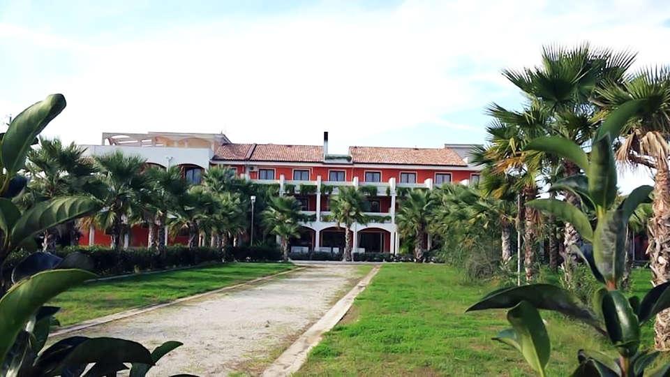 Hotel Prince Franklyn - edit_facade2.jpg