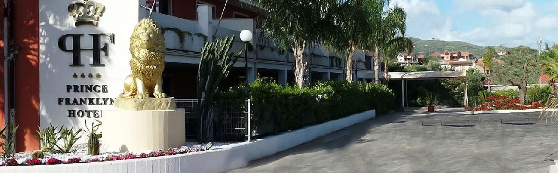 Hotel Prince Franklyn - edit_facade.jpg