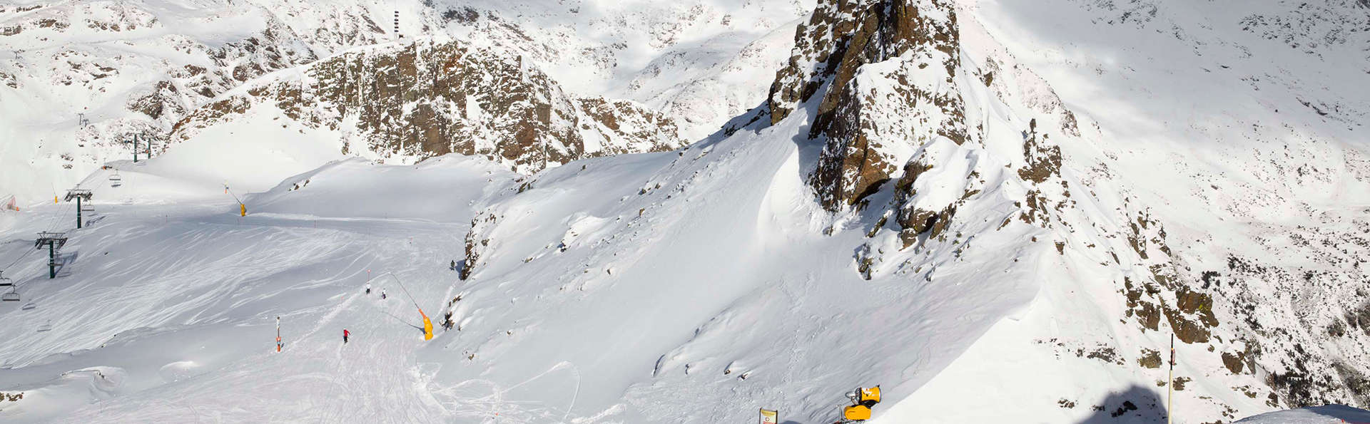 Llamamiento a esquiadores: Fin de semana a pie de pistas de Vallnord con forfait de 2 días