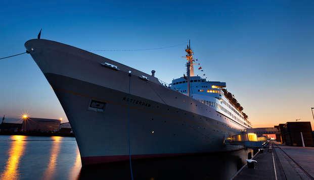 Lujo, confort y hospitalidad en un antiguo buque de crucero en Rotterdam