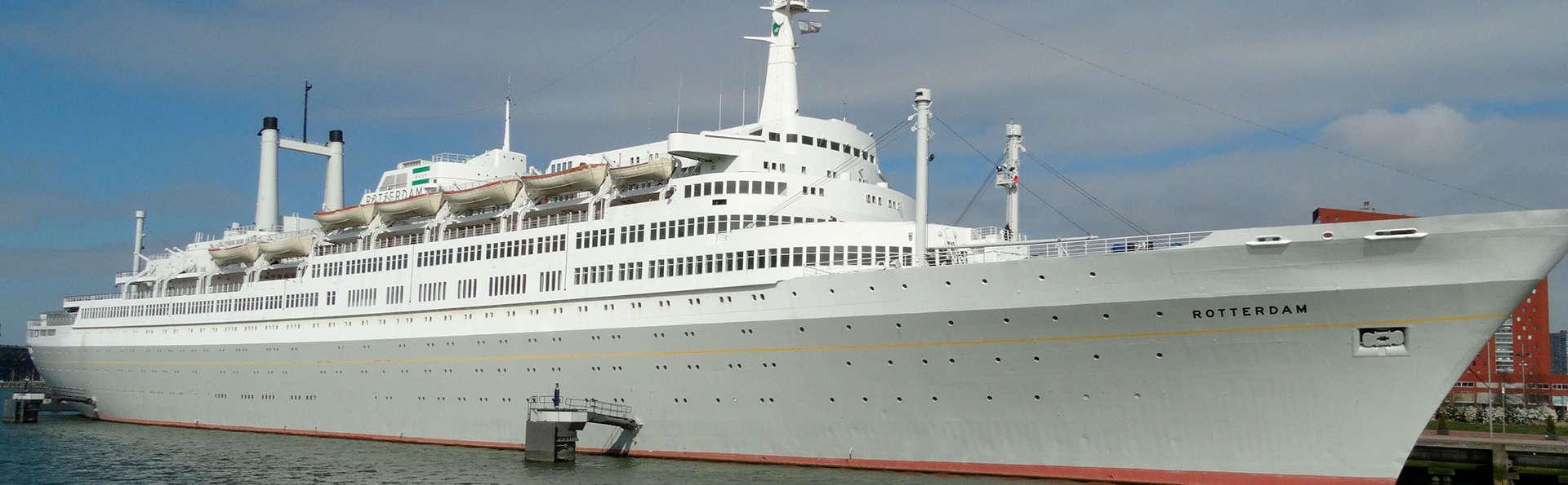 Découvrez Rotterdam à bord d'un ancien bateau de croisière (à partir de 2 nuits)