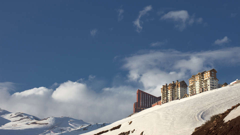 Hotel Santa Cruz (Granada) - edit_Vista_de_Valle_Nevado.jpg