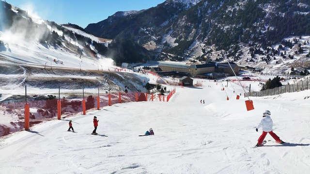Esquí en pareja: Forfait y telecabina en Vall de Núria y alojamiento en Ripoll