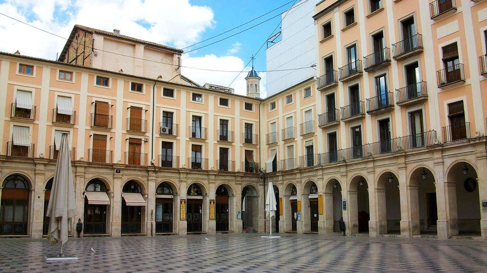 Sercotel Ciutat d'Alcoi - edit-Alcoi_la_placa_de_dins.jpg