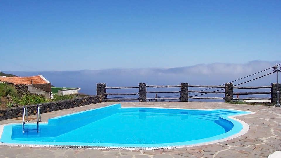 Hotel Villa El Mocanal - edit_pool.jpg