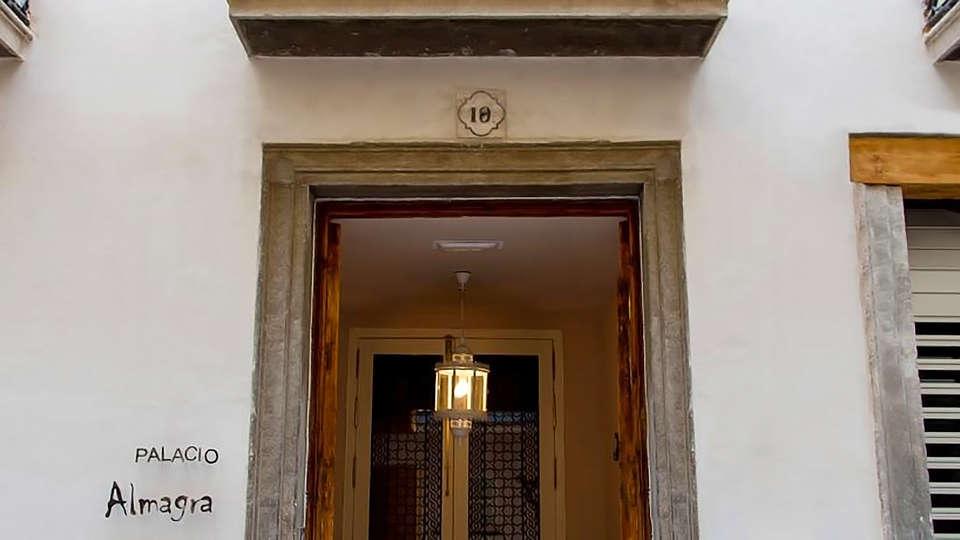 Palacio de Almagra - edit_entrance.jpg