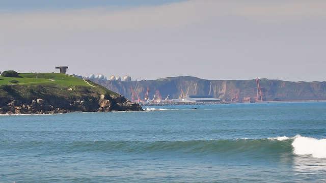 Avonturenspecial:: de zeelucht opsnuiven met surfles op het strand van Gijón