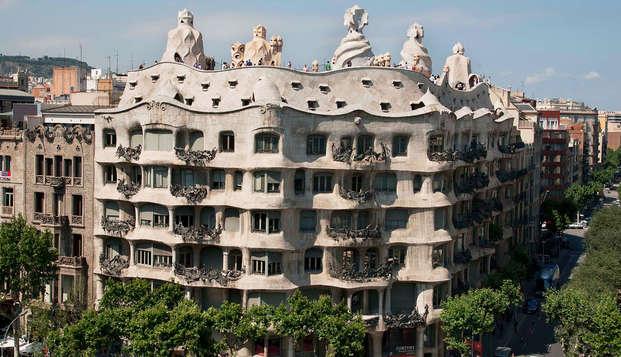 Gaudi's Pedrera - The Origins - Descubre Barcelona y la Pedrera como nunca antes