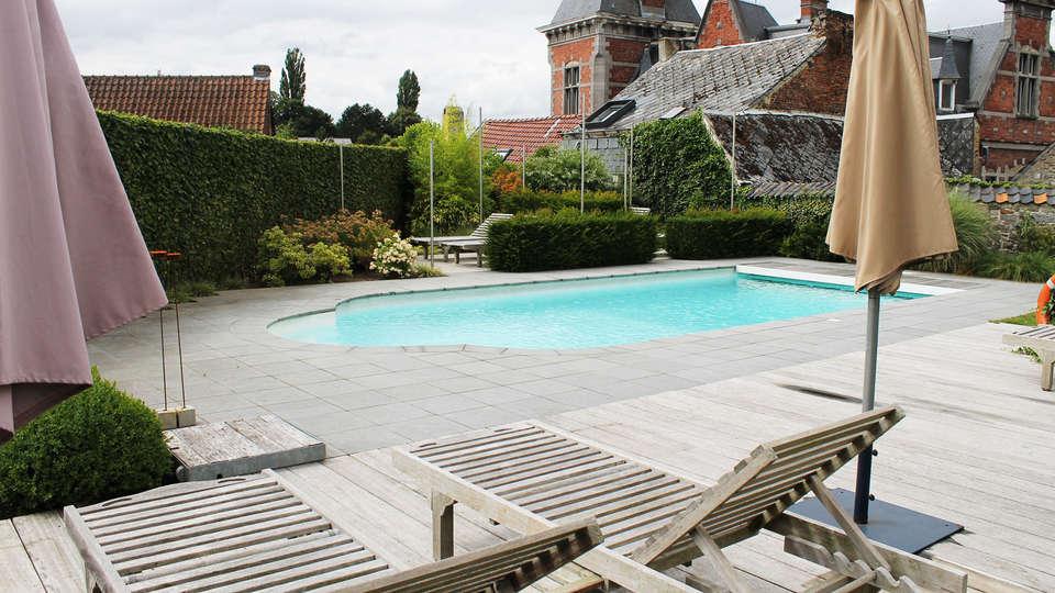 Le Castel - EDIT_pool.jpg