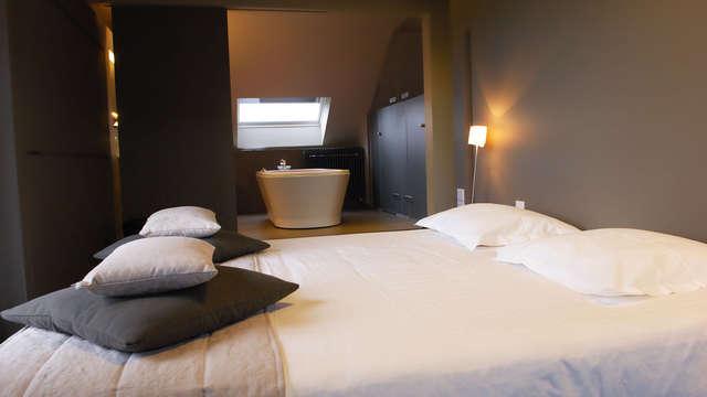Jacuzzi in een privé suite voor een romantisch moment met zijn tweeën