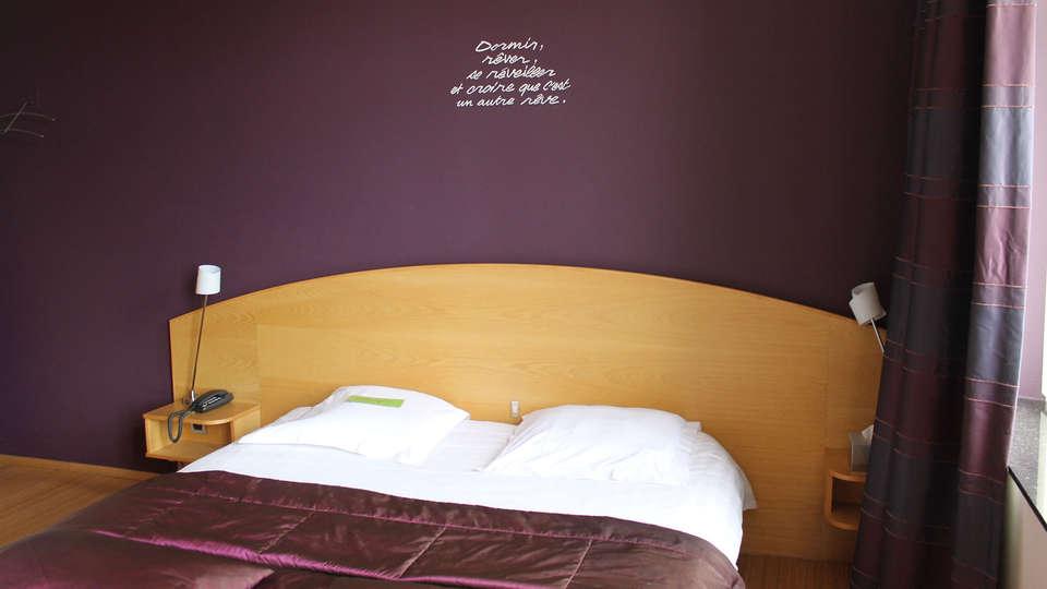 Le Castel - EDIT_room7.jpg