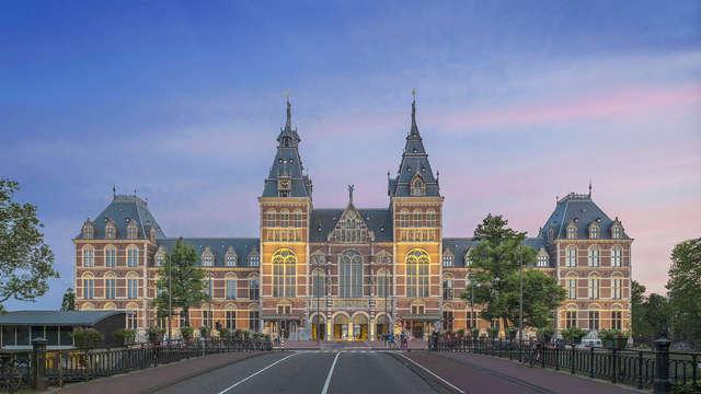 Ontdek de steden Zaandam en Amsterdam, geniet van een canal tour en bezoek aan het Rijksmuseum