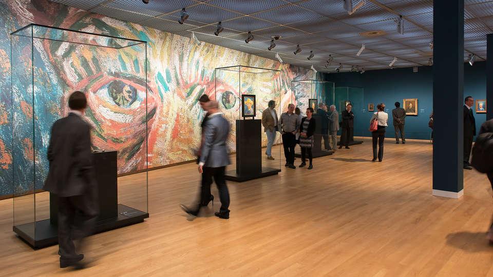 Room Mate Aitana - edit_van_Gogh_Museum2.jpg
