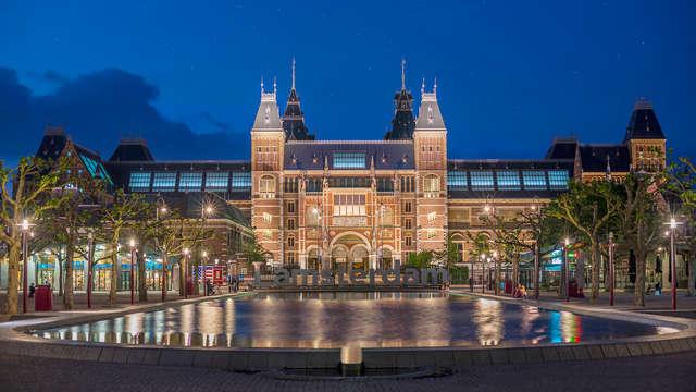 Overnacht nabij het prachtige centrum van Amsterdam en geniet van een bezoek aan Het Rijksmuseum