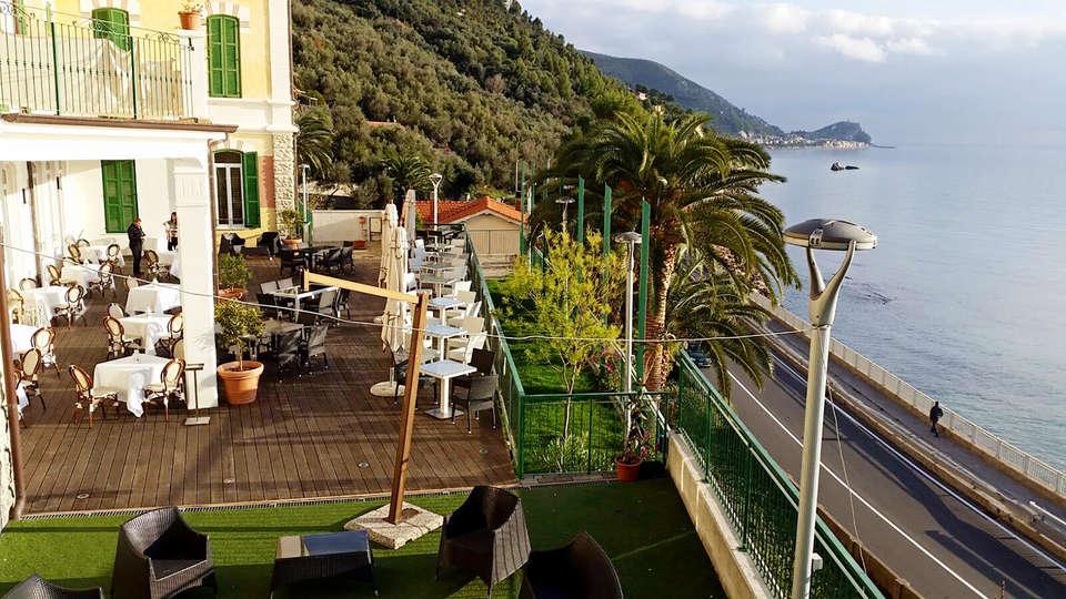 Ch Hotel Del Golfo - Edit_Terrace.jpg