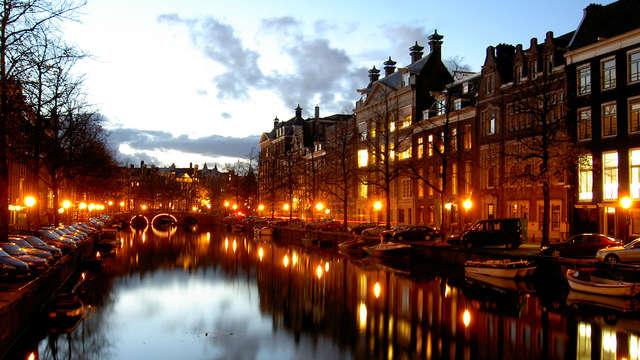 Geniet van de rust in Hoofddorp, en ontdek de bruisende stad Amsterdam per boot