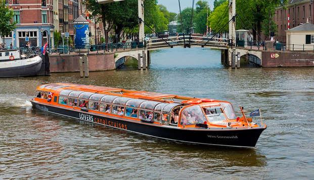 Découvrez Amsterdam sur eau et détendez-vous dans l'espace bien-être