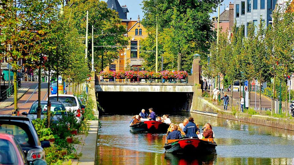 Van der Valk Hotel - De Gouden Leeuw - edit_Den-Haag_Canal_Cruise1.jpg