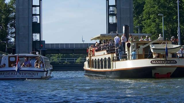Geniet van de stad Maastricht en vaar rond op de Maas