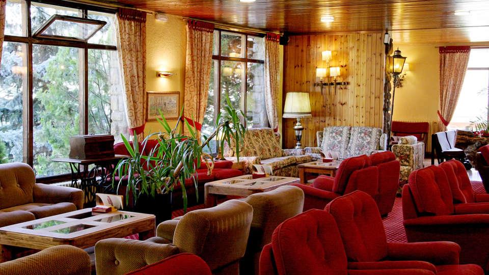Hotel Roc Blanc - La Molina - Edit_Lounge2.jpg
