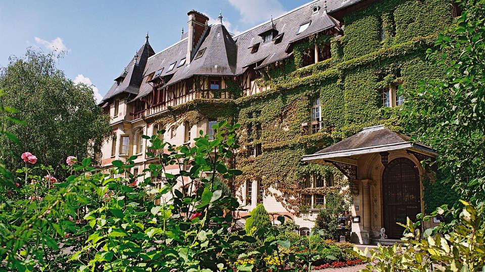 Château de Montvillargenne  - EDIT_Front_View_detail.jpg