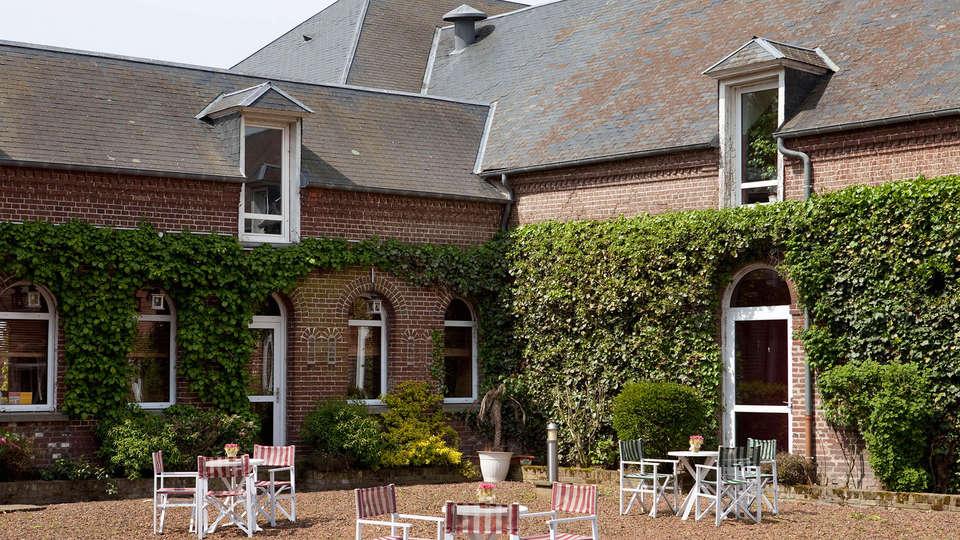 The Originals City, Hôtel La Cour Carrée, Le Tréport Sud (Inter-Hotel) - EDIT_patio.jpg
