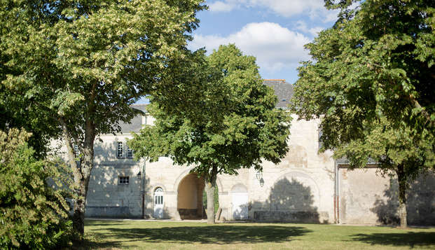 Domaine de Roiffe - garden facade