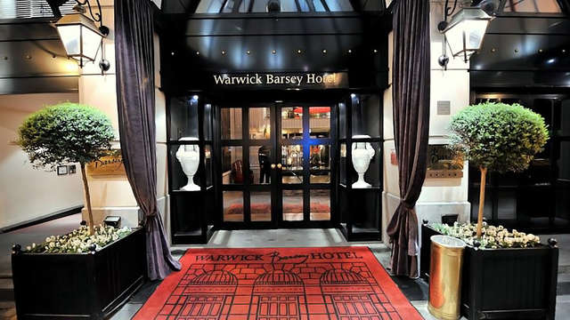 Hotel Barsey by Warwick - entrance