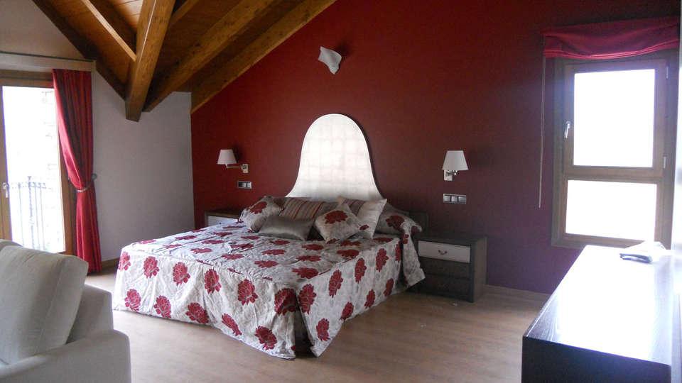 Hotel Casa Chuldian - EDIT_room2.jpg