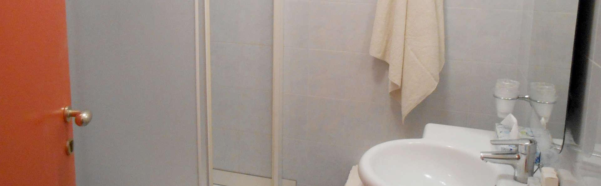 Hotel Vittoria - Edit_Bath2.jpg