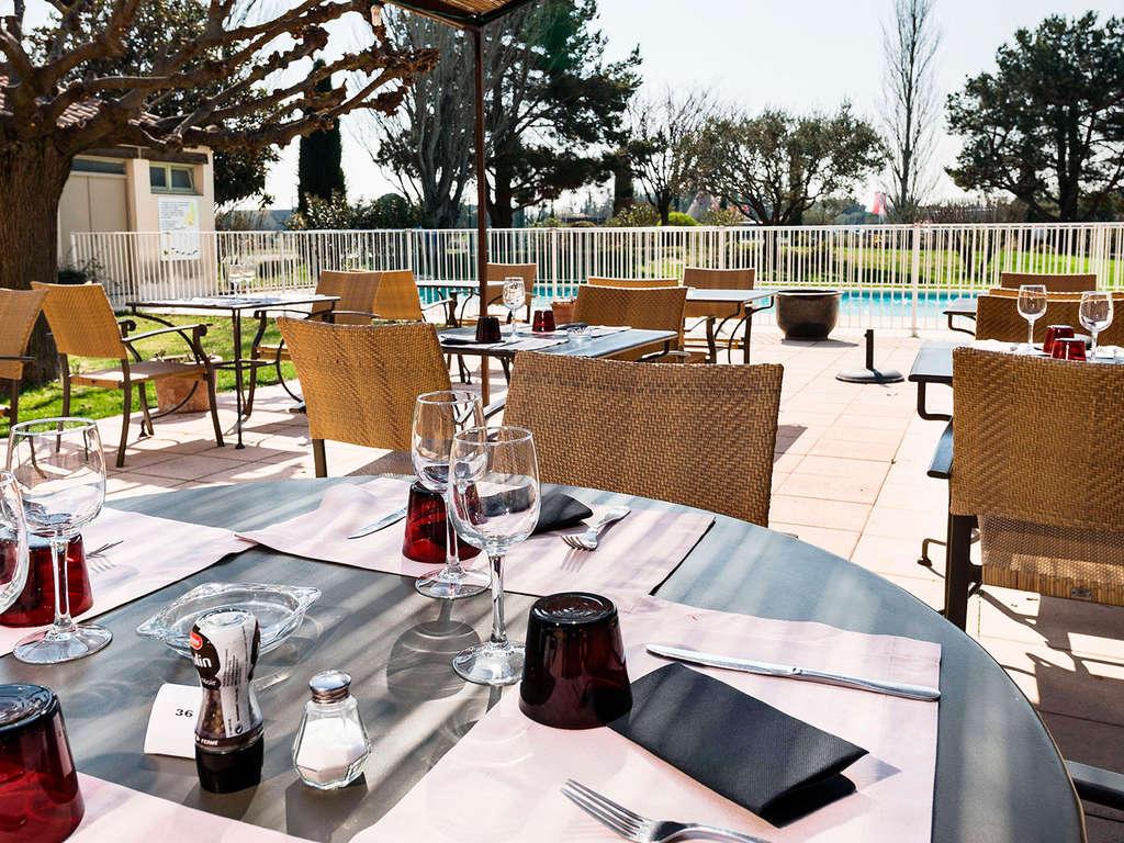 Séjour France - Week-end en famille en demi pension et bouteille de vin près d'Avignon  - 3*