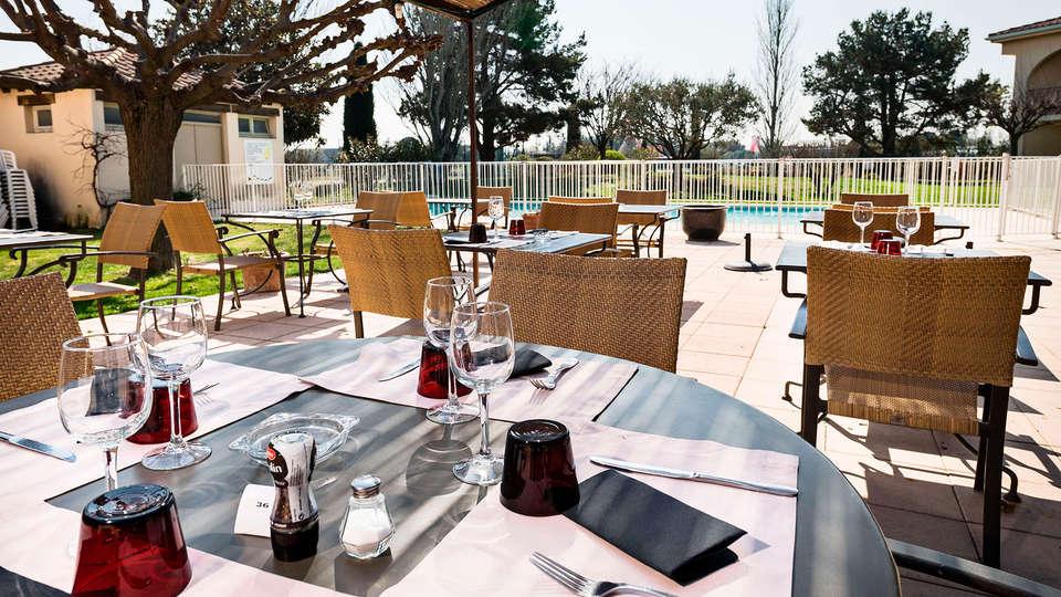 BEST WESTERN Hôtel Le Paradou Avignon Sud - EDIT_terrace.jpg