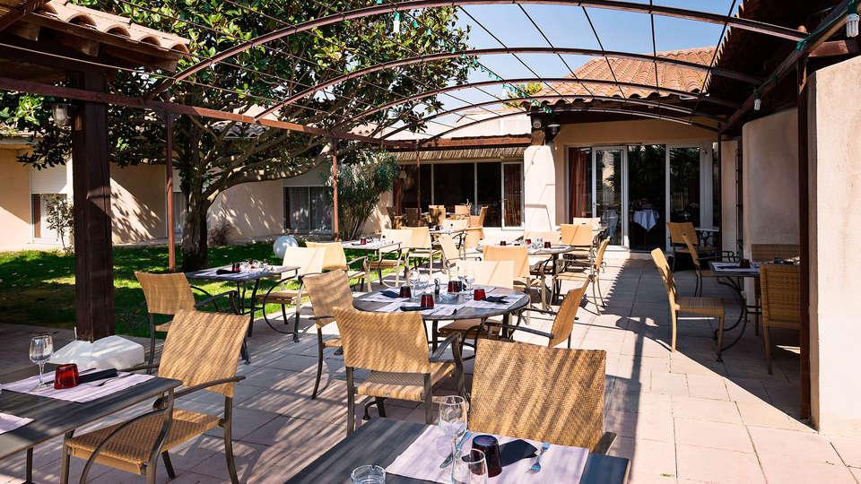 BEST WESTERN Hôtel Le Paradou Avignon Sud - EDIT_terrace1.jpg
