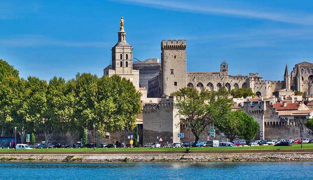 Week-end romantique avec champagne à coté d'Avignon