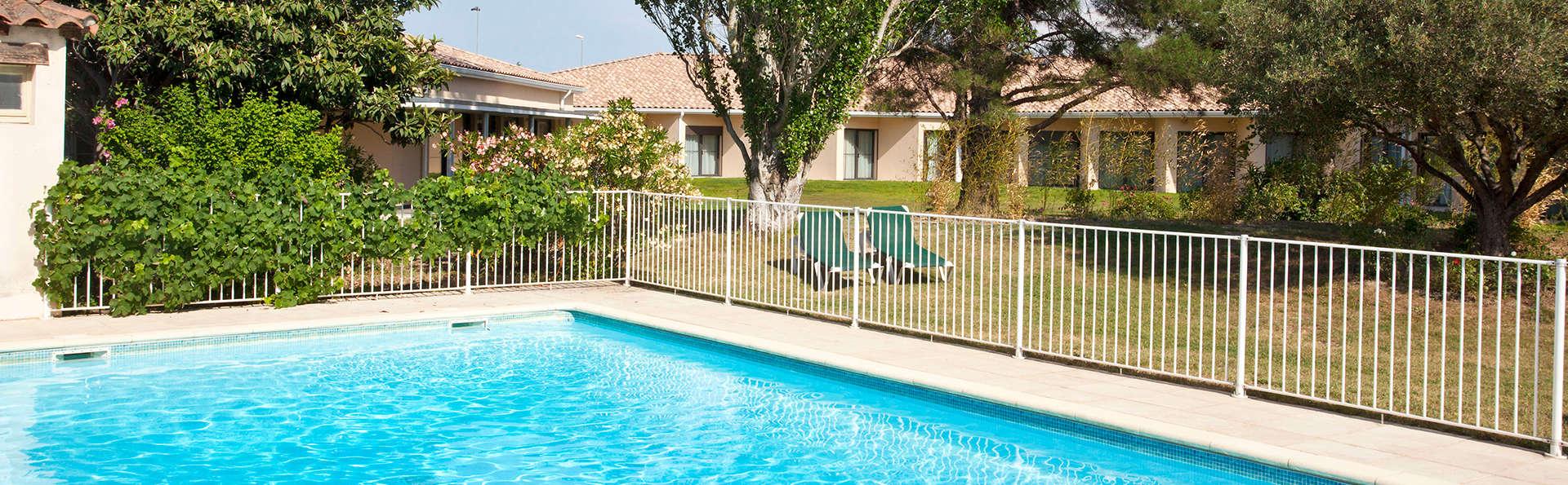 BEST WESTERN Hôtel Le Paradou Avignon Sud - EDIT_pool.jpg