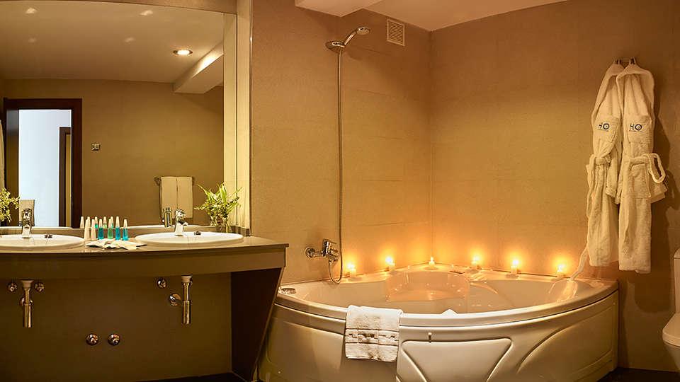 Hotel 40 Nudos - Edit_Bath2.jpg