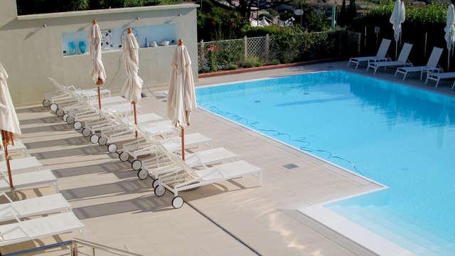 Accès à la piscine extérieure pour 2 adultes