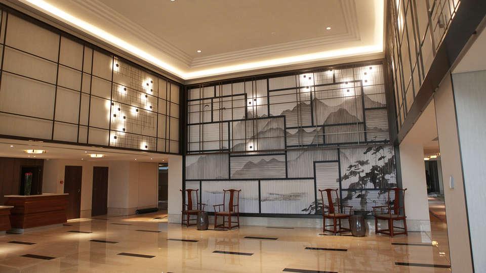 Tangla Hotel Brussels - EDIT_hall.jpg