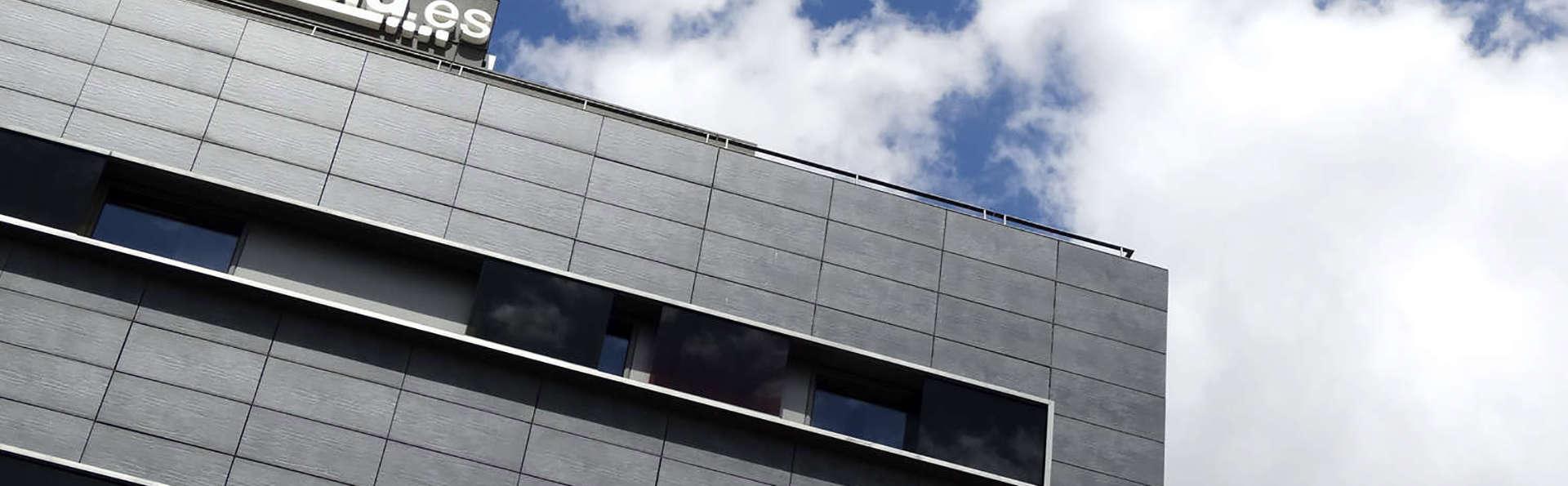 Hotel Blu - edit_facade.jpg