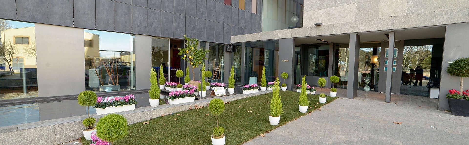 Hotel Blu - edit_entrance2.jpg