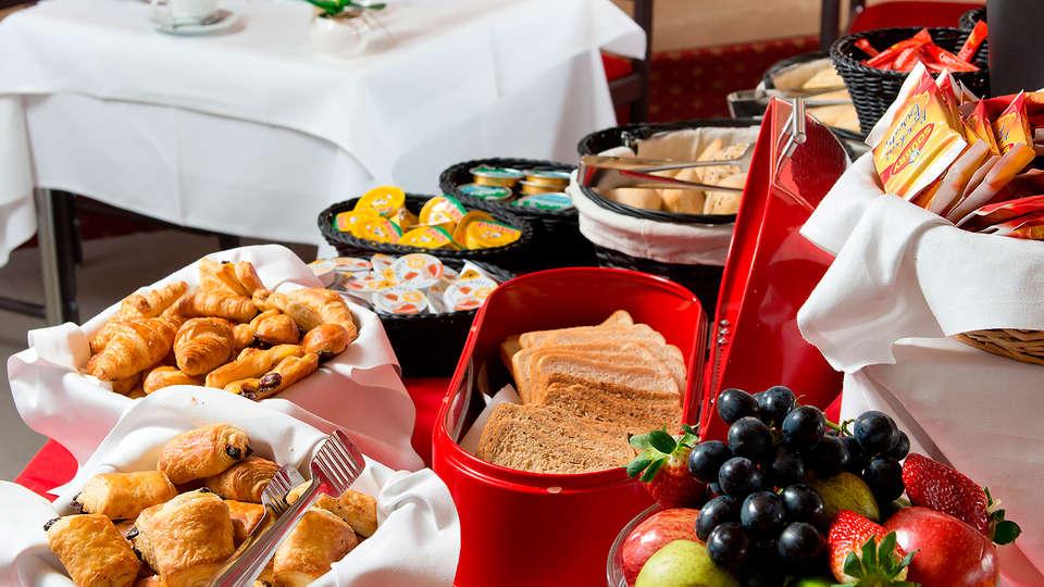 Globales Post Hotel & Wellness - EDIT_buffet.jpg