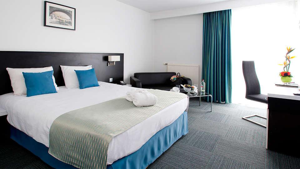 Globales Post Hotel & Wellness - EDIT_room1.jpg